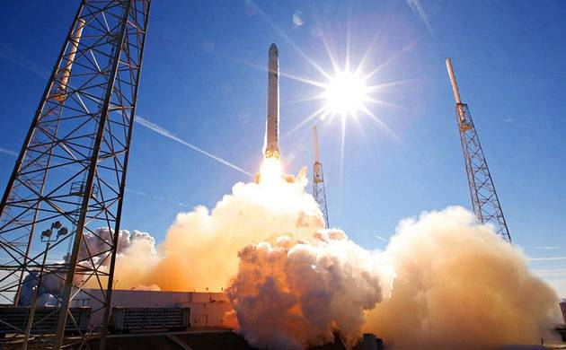 SpaceX launches IntelSat 35e communications satellite launched using Falcon 9 rocket