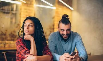 Women more jealous than men due to unfaithful Facebook messages: Study