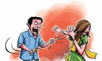 Road-romeos eve-tease, throw acid on 20-year-old girl in Uttar Pradesh
