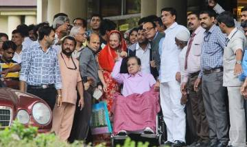 Veteran actor Dilip Kumar discharged from Mumbai's Lilavati Hospital