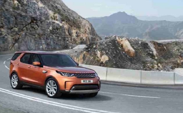 2017 Land Rover discovery booking starts, available at 68.05 lakh; know key specifications here.