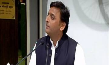 UP: Akhilesh accuses Adityanath govt, says police extorting money in state