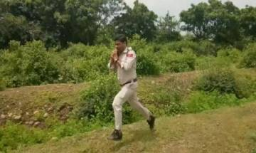 Madhya Pradesh constable ran with 10 kilogram bomb for a kilometer to save 400 school students
