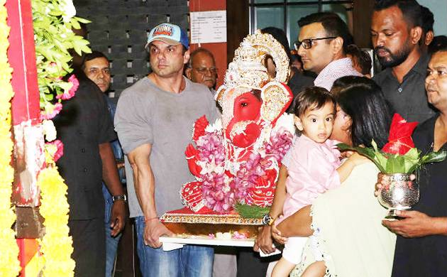 Arpita's husband Aayush Sharma carried the Ganesha idol followed by Sohail Khan (Agency picture)