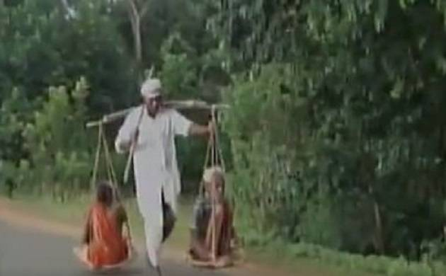Tribal man carries parents on sling, travels 40 kms on foot (Image: ANI)