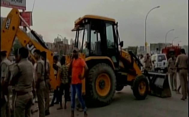 UP: 3 labourers die after falling in sewer in Noida (Source: ANI)