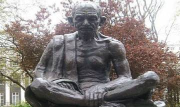 Who gave Mahatma title to Mohandas Karamchand Gandhi