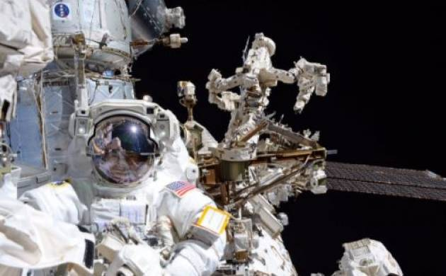 Spacewalking astronauts gives ISS Canadian robotic arm a new hand (Image: Twitter)
