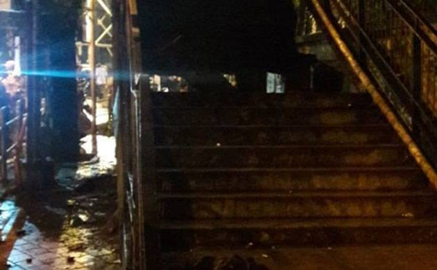 Mumbai: Part of staircase of unused FOB collapses near Charni Road (Image: ANI)
