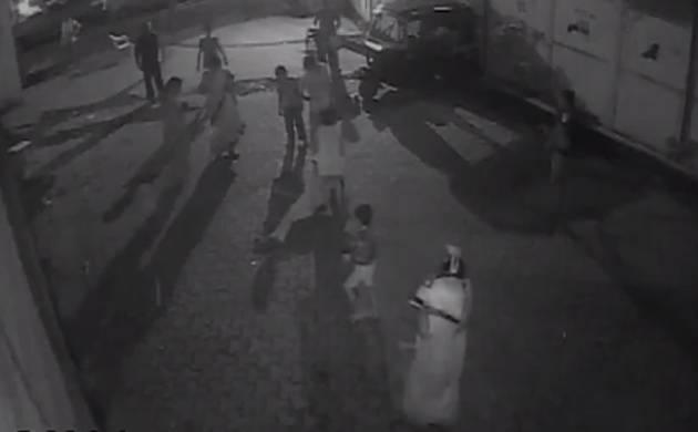 Mumbai: Man repeatedly thrashes girl for asking not to make noise (Screengrab)