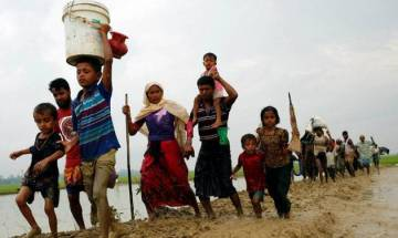 Rohingya Muslims await chance to enter Bangladesh
