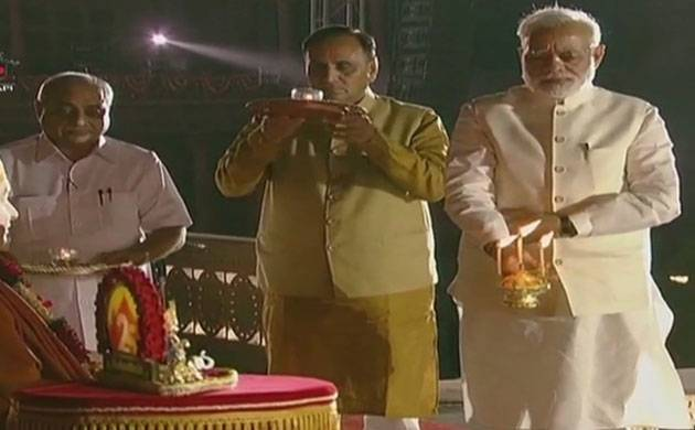 Gujarat: PM attends silver jubilee celebrations at Akshardham temple (Source: ANI)