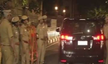 Income Tax Dept raids Sasikala and her relatives' properties in Chennai