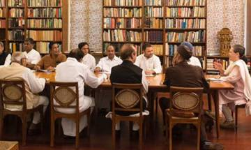 Sonia Gandhi calls CWC meet on Monday; Rahul's elevation as party president to be discussed