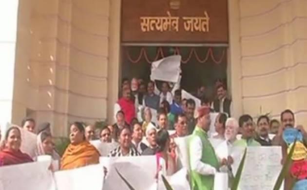 Bihar: RJD, Cong MLAs stage protest against Nitish govt, allege corruption