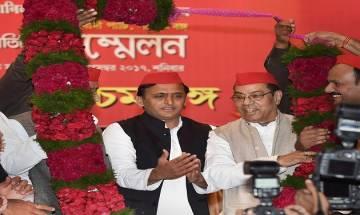 Akhilesh Yadav meets West Bengal CM Mamata Banerjee, hints at third front coalition