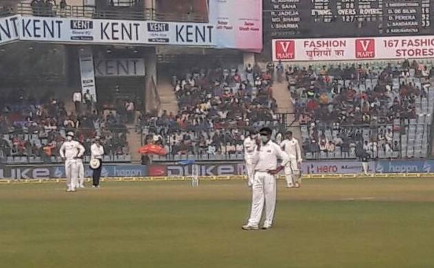 Ind vs SL, 3rd Test: Mask-wearing Lankans force India to declare on smog-hit day (Source: ANI)