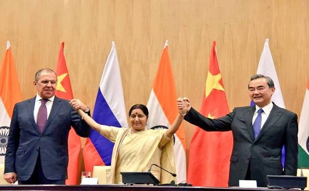 EAM @SushmaSwaraj welcomes Chinese Foreign Minister Wang Yi & Russian Foreign Minister Sergey Lavrov to the 15th round of Russia-India-China (Source: Twitter)