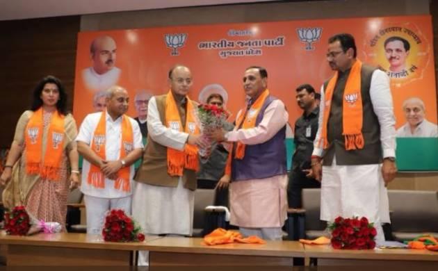 Vijay Rupani remains Gujarat chief minister (Pic: Vijay Rupani/Twitter)