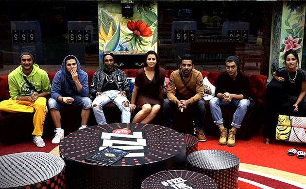 Bigg Boss 11, Episode 86, Day 85, LIVE UPDATES: Housemates to give each other a royal ignore during family task
