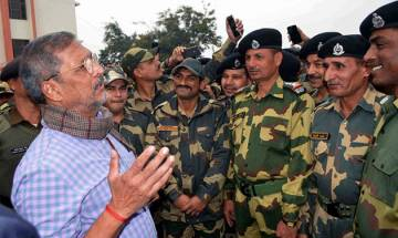 Nana Patekar visits BSF jawans at Paloura campus