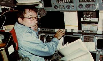 John Young, who walked on the Moon and Led 1st Shuttle Mission, Dies at 87