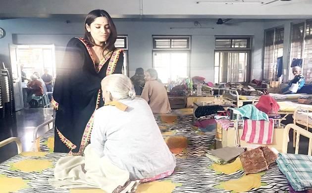Pavitra Rishta star Ankita Lokhande visits old age home