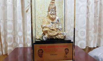 Karnataka independent MLA joins Congress, presents gold plated Maharishi Valmiki statue to Rahul Gandhi