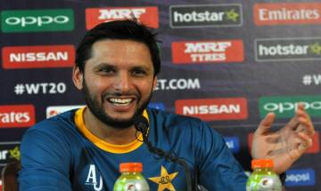 Shahid Afridi's HEARTWARMING gesture towards Indian fan will plaster a smile on your face (watch video)