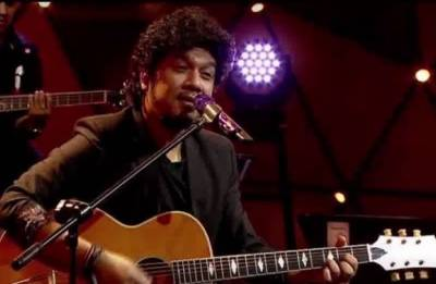 Papon 'inappropriately kissing' minor girl, SC advocate Runa Bhuyan files complaint | Watch Video