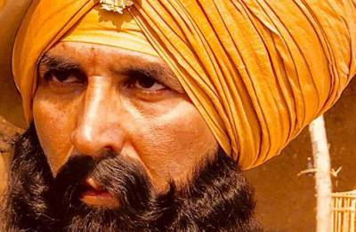 Akshay Kumar shares CUTE picture with his little co-stars from sets of Kesari (see photo)