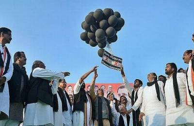 Protest march against PM Narendra Modi denied, Congress releases black balloons