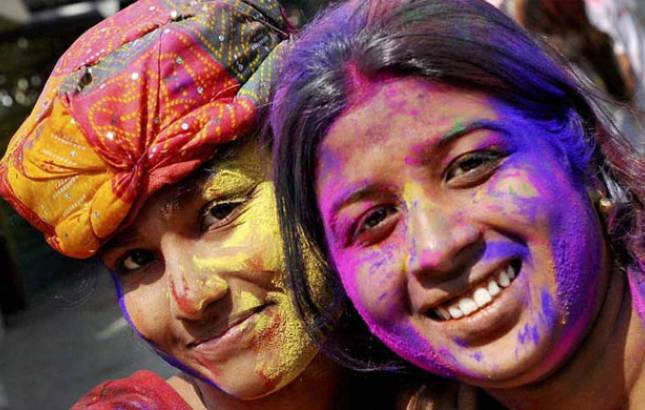 Holi 2018: 5 effective ways to get rid of color from hair, face