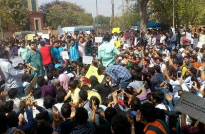 As India celebrates Holi, students protest for their rights, demand CBI probe into SSC scam