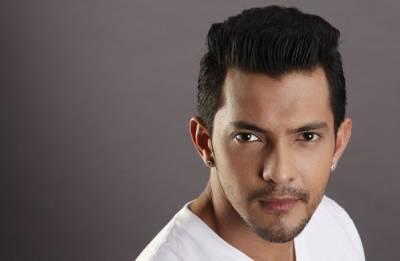 Singer Aditya Narayan rams Mercedes into autorickshaw; gets arrested