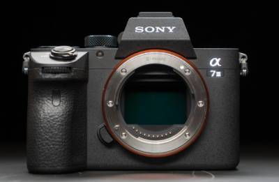 Sony launches A7 III mirrorless camera in India for Rs.1,79,990. Check Specifications here