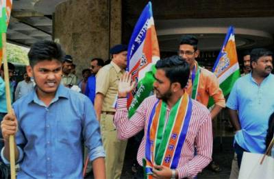 MNS workers target Gujarati signboards in Thane