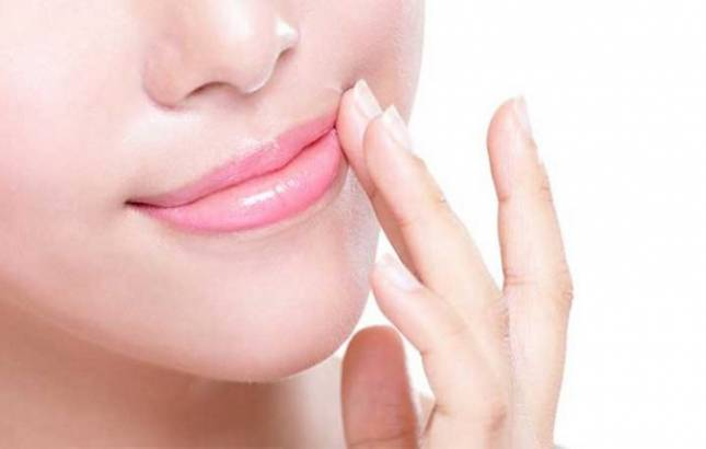 Use lip balms with coconut oil, super foods to get soft, hydrated lips (Representative Photo)