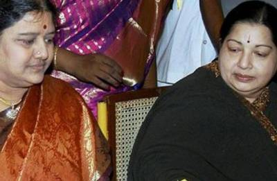 Sasikala files 55-page affidavit, says Jayalalithaa asked for help but refused to go to hospital