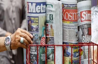 Malaysia government proposes 10 years' jail for 'fake news'