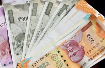 Rupee recovers 7 paise against dollar in opening trade