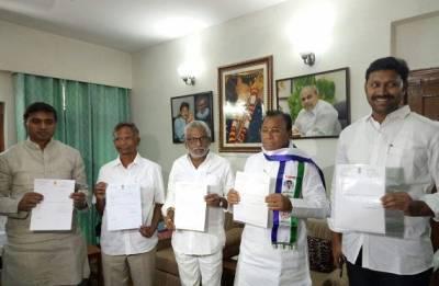 Five YSRCP MPs submit resignations to Lok Sabha Speaker Sumitra Mahajan