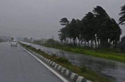 Massive storm strikes part of West Bengal leaving 8 dead, several injured; train services disrupted in Kolkata