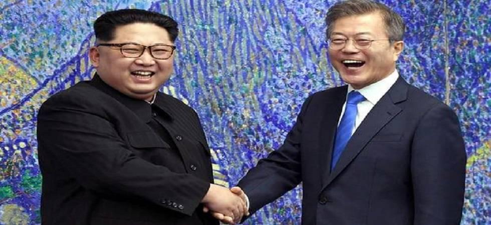 North Korean leader Kim Jong Un and South Korean President Moon Jae-in (Source: PTI)