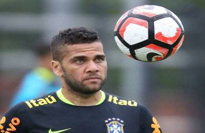 Brazil full-back Dani Alves out of FIFA World Cup due to knee ligament injury