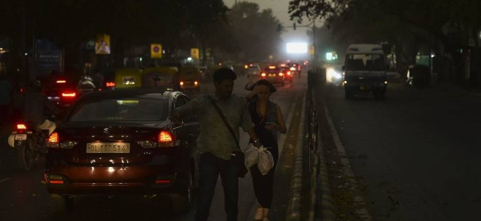 Massive dust storm hits Delhi-NCR; flight services, electricity disrupted (Photo Source: PTI)
