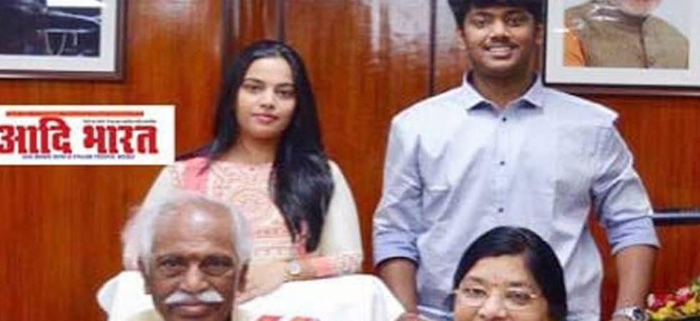 Bandaru Dattatreya with his family (ANI Photo)