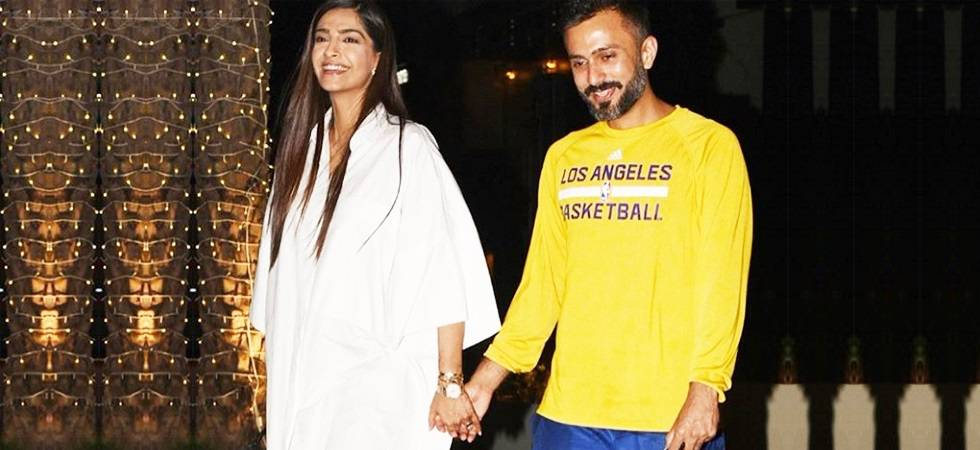 Sonam Kapoor's picture-perfect dinner date with hubby Anand Ahuja (Photo Source: Twitter)