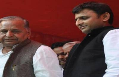 Mulayam, Akhilesh seek 'appropriate time' from Supreme Court to vacate government bungalows