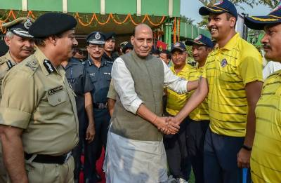 Jammu and Kashmir: Rajnath Singh reaches Kupwara; to meet families in border areas